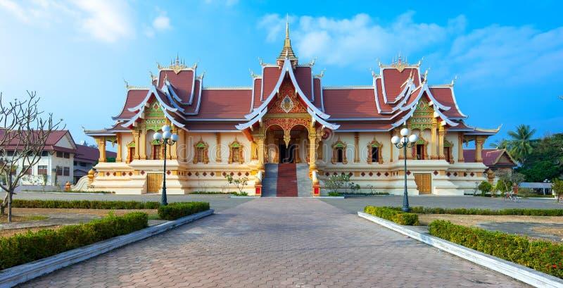 Fachada de Wat That Luang Neua cerca del stupa de oro en Vientián fotografía de archivo