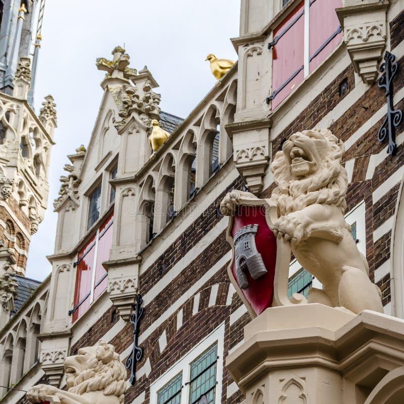 Fachada del ayuntamiento de Alkmaar imagenes de archivo