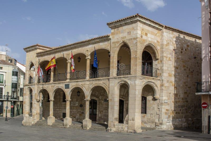 Fachada del ayuntamiento viejo en el cuadrado del alcalde de Zamora, España imagenes de archivo