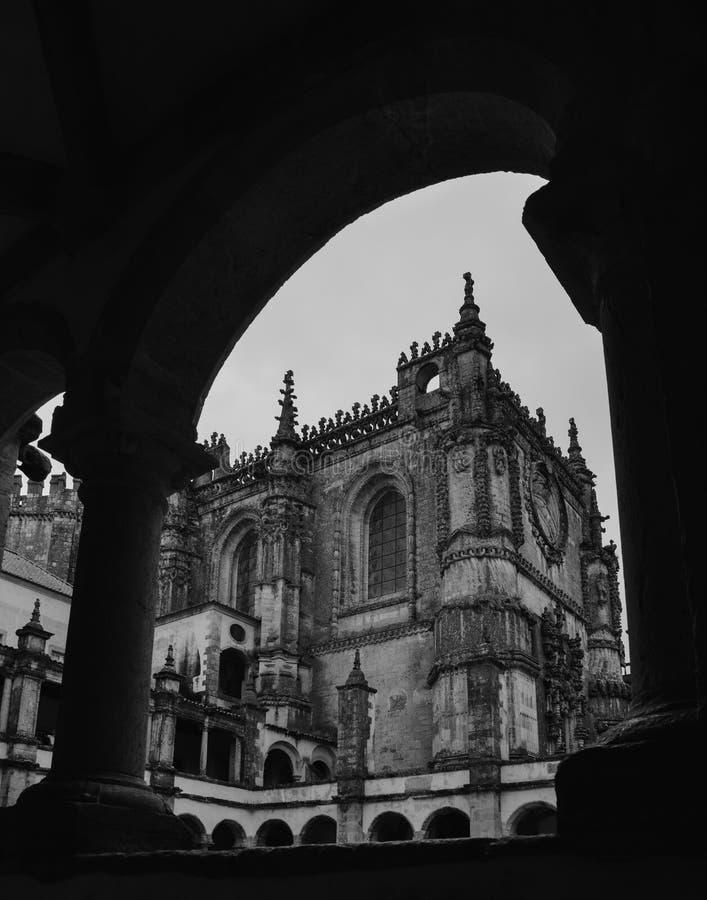 Fachada del convento de Cristo con su ventana compleja famosa de Manueline en el castillo medieval de Templar en Tomar, Portugal fotos de archivo libres de regalías