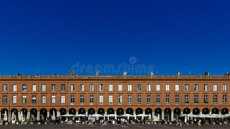 Fachada del edificio en el lugar du Capitole en Toulouse imagen de archivo