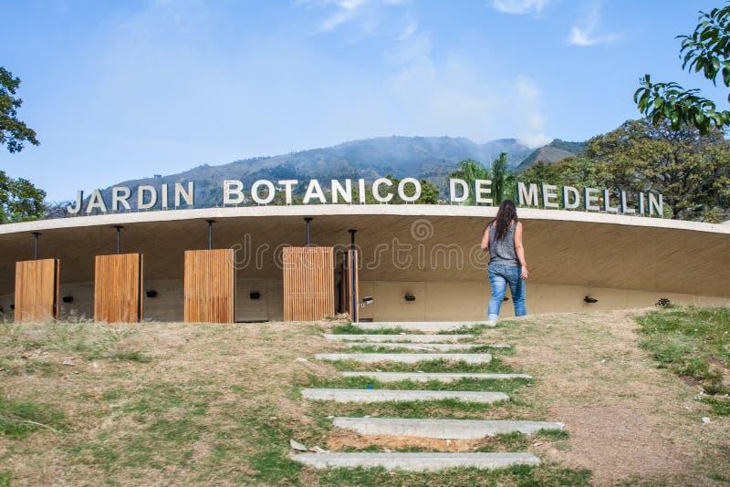 Fachada del jardín botánico de Medellin fotografía de archivo