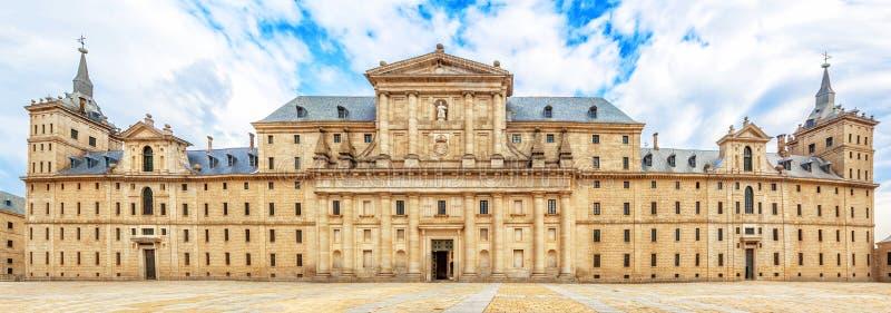 Fachada Del Monasterio Real Escorial 1584 Cerca De Madrid España ...