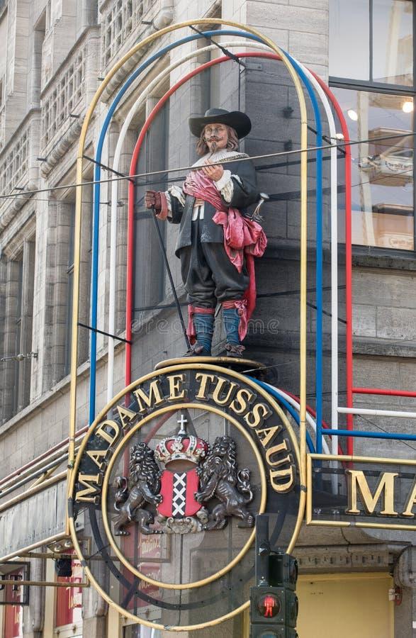 Fachada del museo de la escultura de la cera de señora Tussaud en Dam Square en Amsterdam los Países Bajos imágenes de archivo libres de regalías