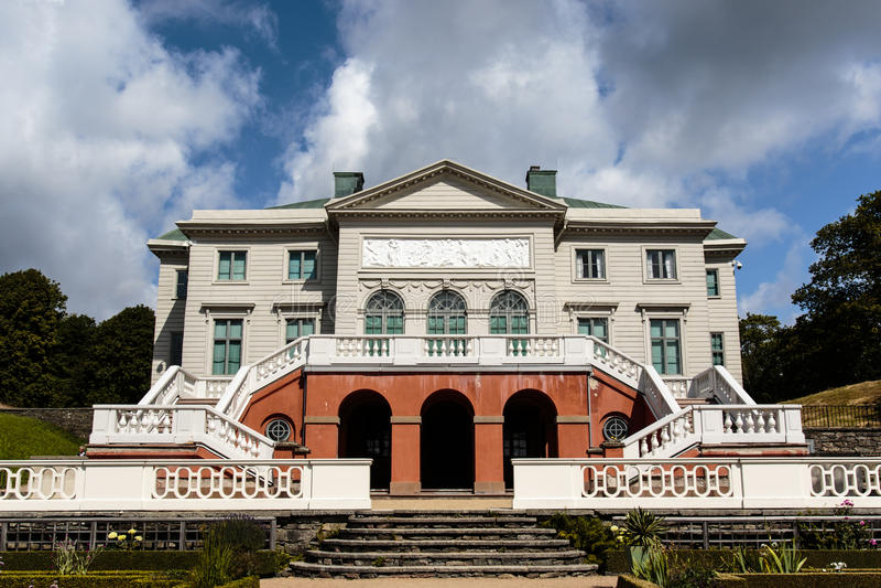 Fachada del palacio de Gunnebo Slott fuera de Goteburgo, Suecia foto de archivo