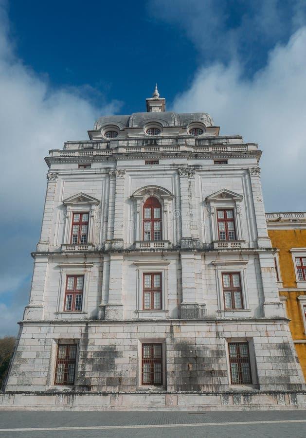 Fachada del palacio nacional de Mafra, un monasterio franciscano en estilo barroco de la arquitectura imágenes de archivo libres de regalías
