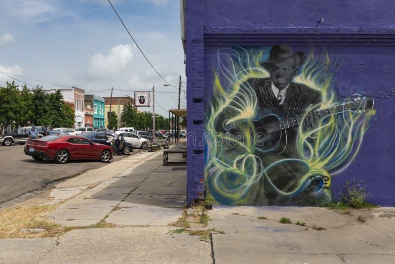 A fachada do caf? da aleia dos azuis do delta, com uma pintura mural de um guitarrist dos azuis, em Clarksdale, Mississippi fotografia de stock royalty free