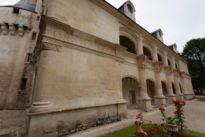 Fachada do castelo de Dampierre-sur-Boutonne fotos de stock