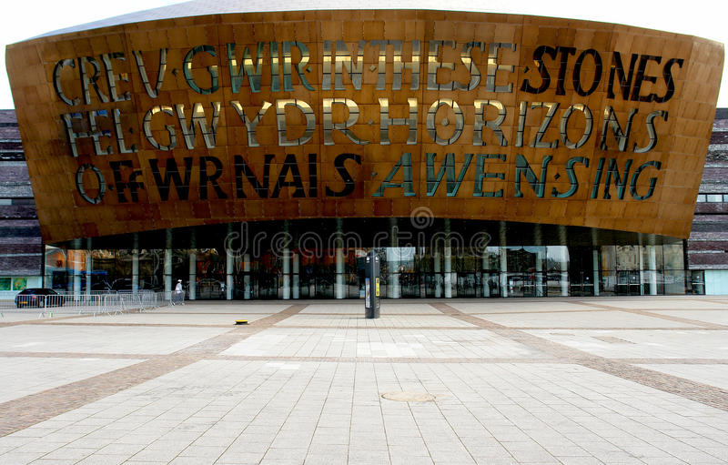 Fachada do centro do milênio de Wales, Cardiff. imagens de stock