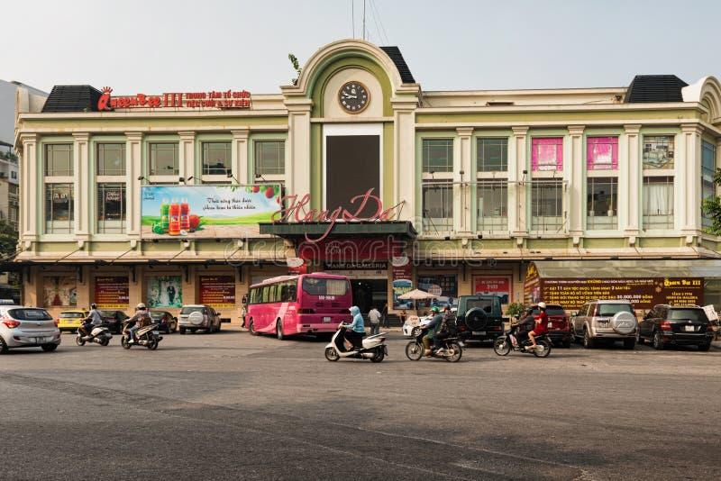 Fachada do hotel e de termas maravilhosos de Hanoi em quartos velhos fotografia de stock