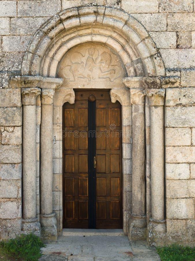 Fachada do Romanesque da igreja de Santiago de Taboada fotos de stock