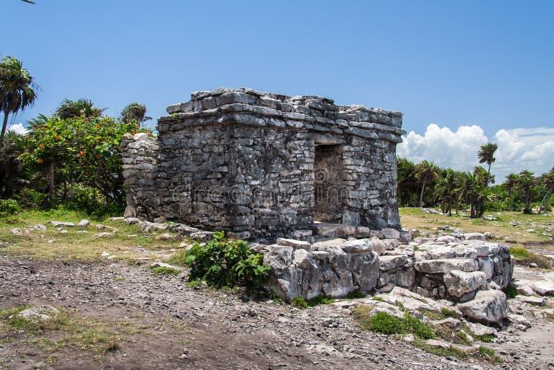 Fachada do templo do Maya em Tulum México fotografia de stock royalty free