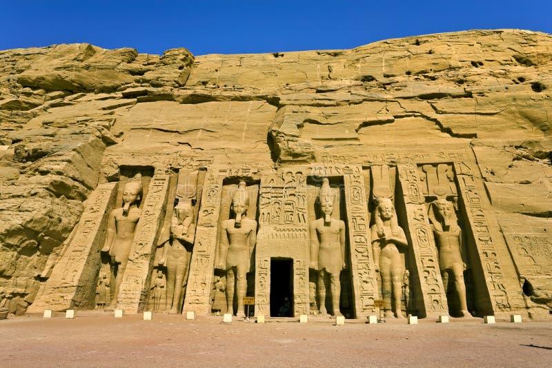 Fachada do templo pequeno em Abu Simbel imagem de stock