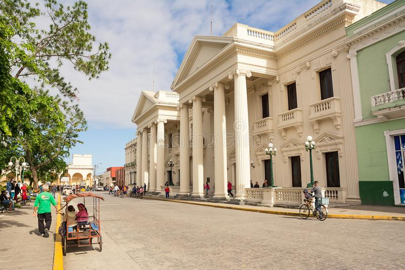 Fachada dos di Santa Clara de Palazzo Comunale domingo de manhã foto de stock royalty free