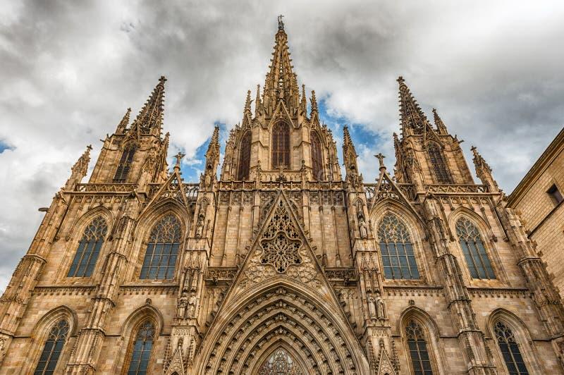 Fachada escénica de la catedral de Barcelona, Cataluña, España foto de archivo libre de regalías