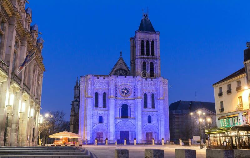 Fachada exterior de la basílica de St Denis, St Denis, París, Francia fotos de archivo libres de regalías
