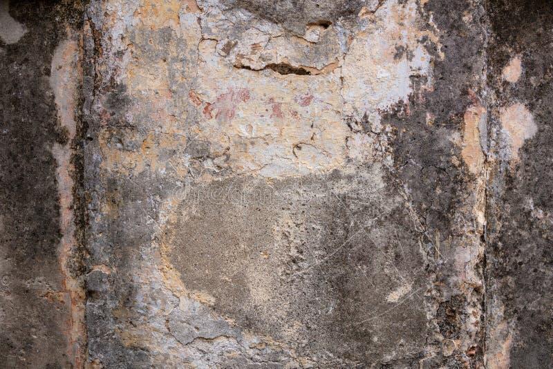Fachada exterior de una casa abandonada vieja Textura resistida y descolorada de la pared, fondo imagen de archivo libre de regalías