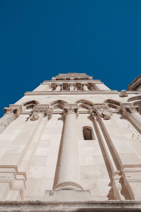 Fachada exterior del palacio público del ` s de Diocletian de la señal, fractura, foto de archivo libre de regalías
