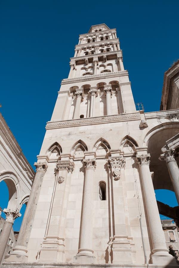 Fachada exterior del palacio público del ` s de Diocletian de la señal, fractura, imagenes de archivo