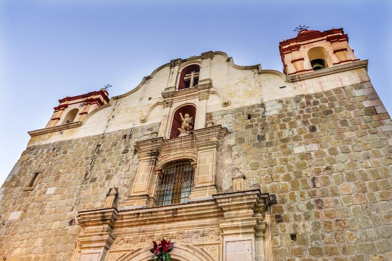 Fachada fuera de la iglesia preciosa Oaxaca México de Cristo de la sangre de la iglesia foto de archivo libre de regalías