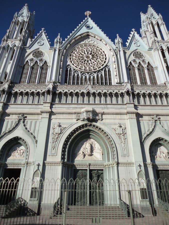 Fachada gótica de Templo Expiatorio fotos de archivo
