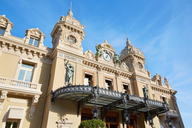 Fachada grande da construção do casino na tarde do verão em Monte - Carlo imagens de stock royalty free