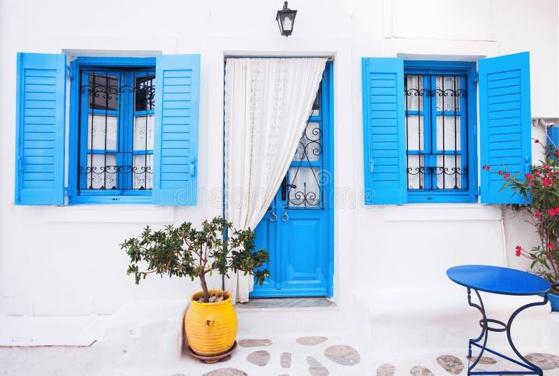 Fachada griega tradicional de la casa, Grecia imagen de archivo