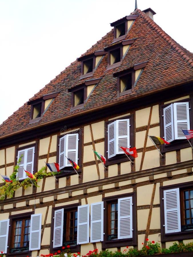 Fachada Half-timbered da casa em Alsácia - Obernai fotografia de stock