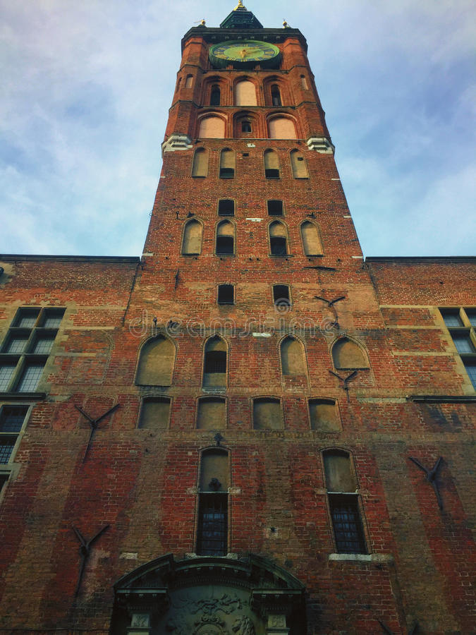 Fachada histórica da construção da câmara municipal do Polônia de Gdansk imagens de stock royalty free