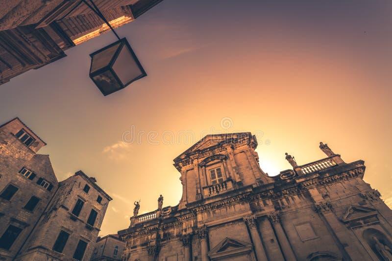 Fachada histórica del edificio en Dubrovnik fotos de archivo
