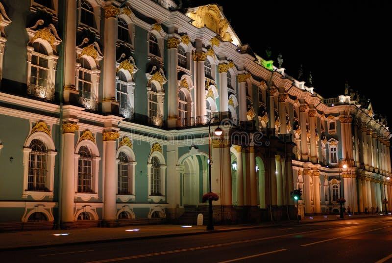 Fachada iluminada en la noche, St Petersburg imagen de archivo libre de regalías