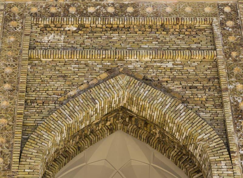 Fachada inacabado do madrasah em Bukhara - Usbequistão Arquitetura tradicional imagem de stock