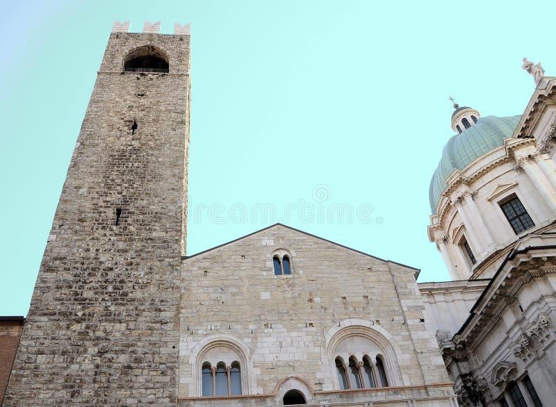 Fachada medieval da arquitetura Igreja barroco no fundo imagens de stock royalty free