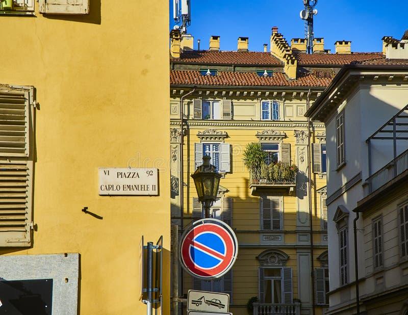 Fachada neoclássico de uma construção europeia típica Turin, Italy imagem de stock