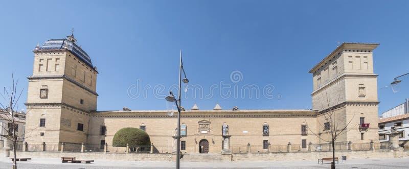 Fachada principal del hospital de Santiago, Úbeda, Jaén, España imagen de archivo libre de regalías