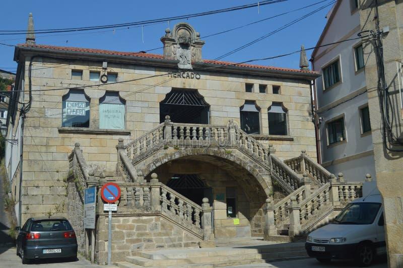 Fachada principal del mercado anticuado en el siglo X en el pueblo medieval de paredes Naturaleza, arquitectura, historia, calle imagen de archivo libre de regalías