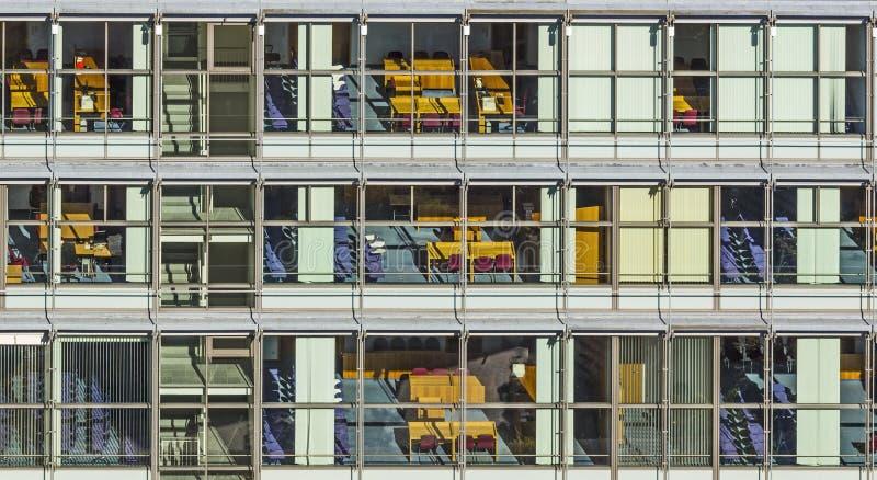 Fachada típica de la oficina en estilo del siglo pasado en Bonn, la forma fotografía de archivo