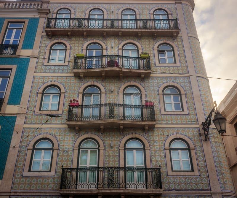 Fachada típica de los edificios viejos de Lisboa imágenes de archivo libres de regalías
