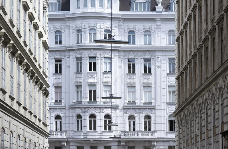 Fachada velha das construções residenciais fotos de stock