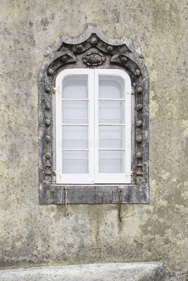 Fachada vieja con las tejas típicas de Lisboa imagen de archivo libre de regalías