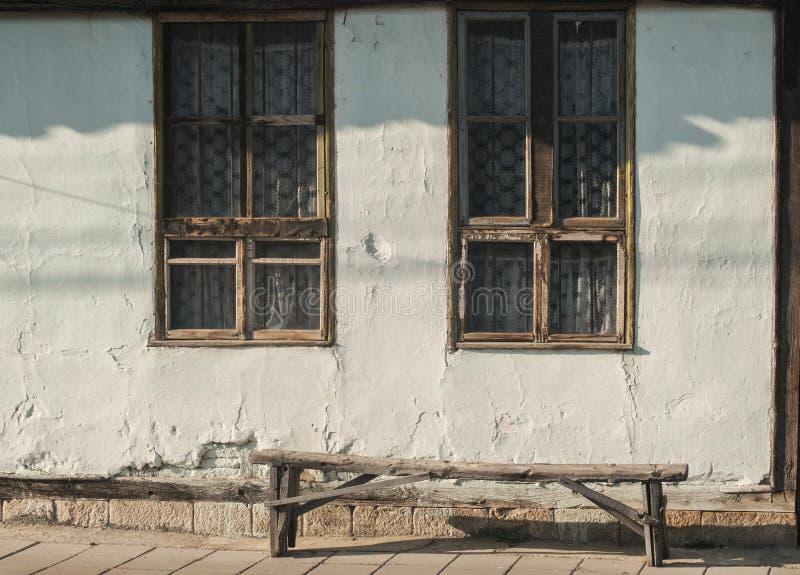 Fachada vieja de la casa de campo imagen de archivo libre de regalías