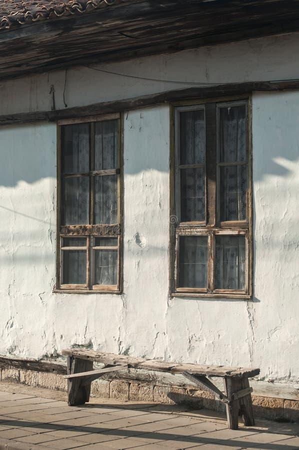 Fachada vieja de la casa de campo fotografía de archivo libre de regalías