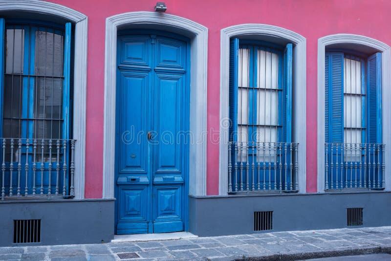Fachada vieja de la ciudad de Montevideo fotografía de archivo libre de regalías
