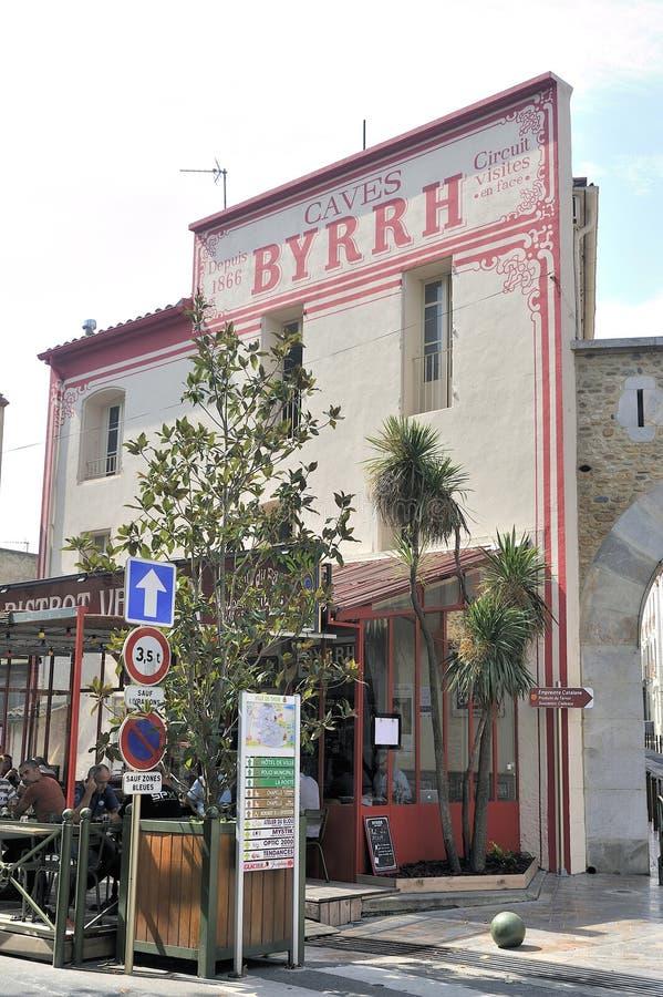 Fachada vieja de la entrada de la fábrica de Byrrh fotos de archivo libres de regalías