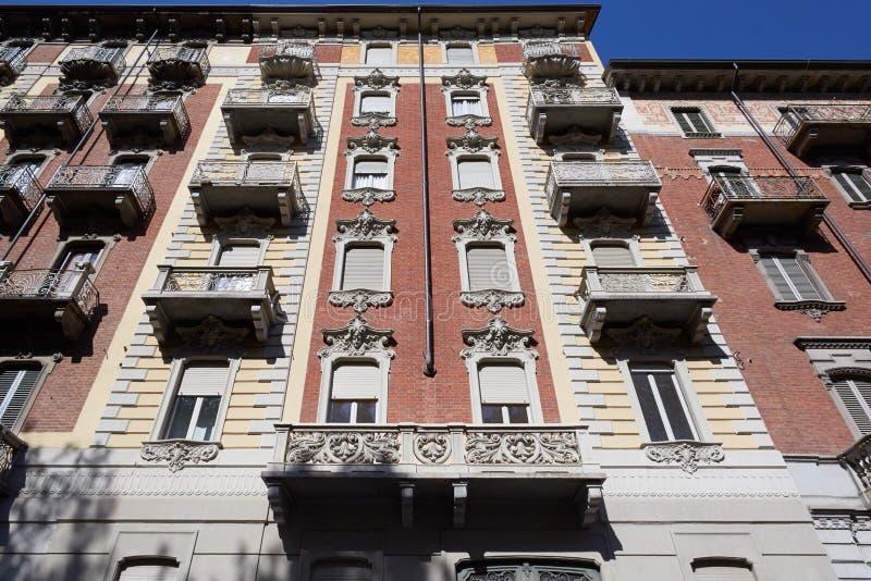Fachada vieja del edificio en Europa fotografía de archivo