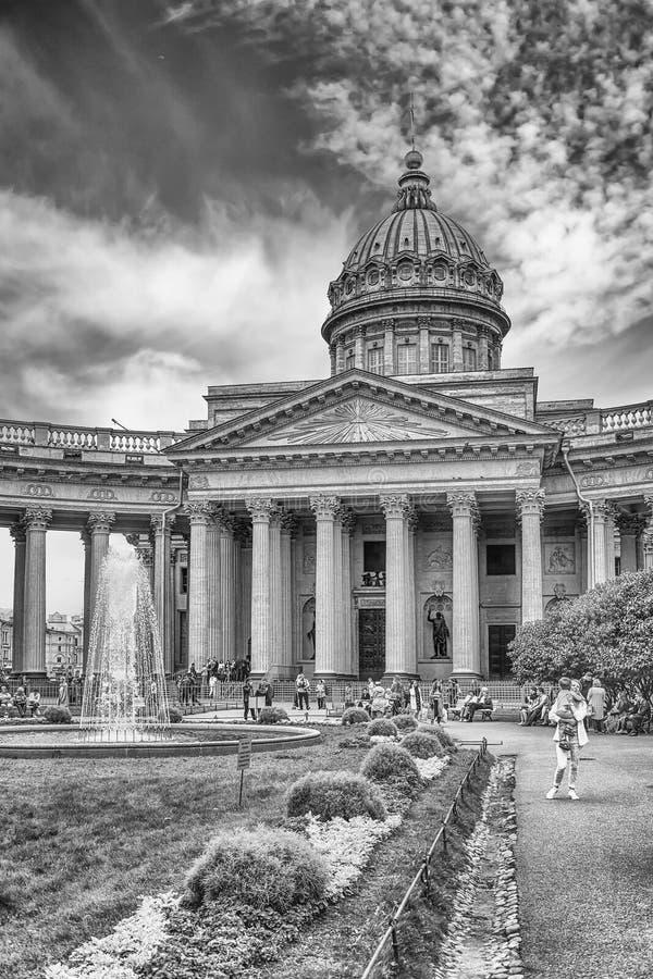 Fachada y columnata de la catedral de Kazán en St Petersburg, Russi fotos de archivo libres de regalías