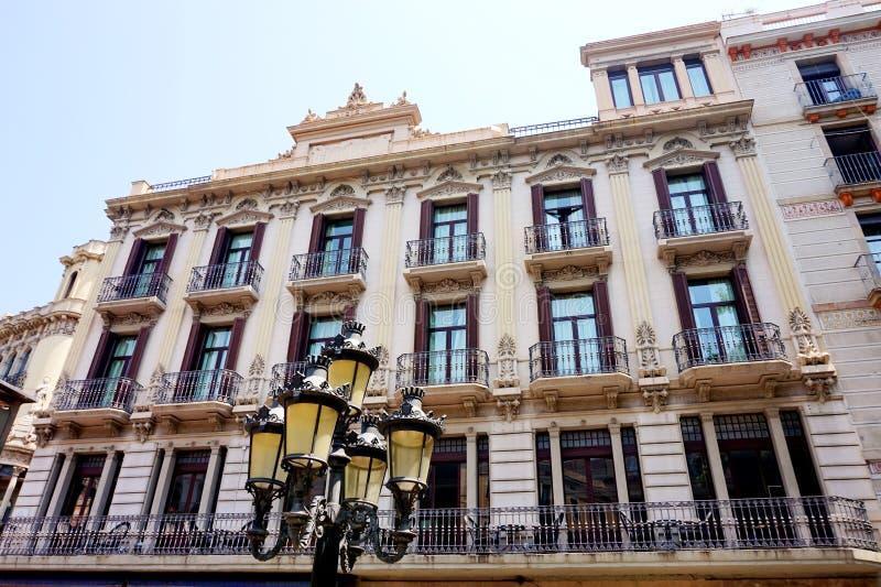 Fachadas bonitas de algumas casas em Barcelona imagem de stock