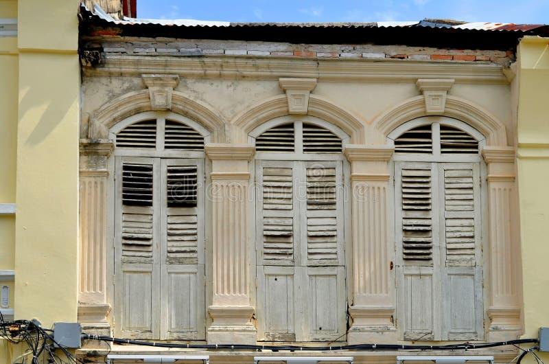fachadas Chino-portuguesas en la ciudad de Phuket imagen de archivo libre de regalías
