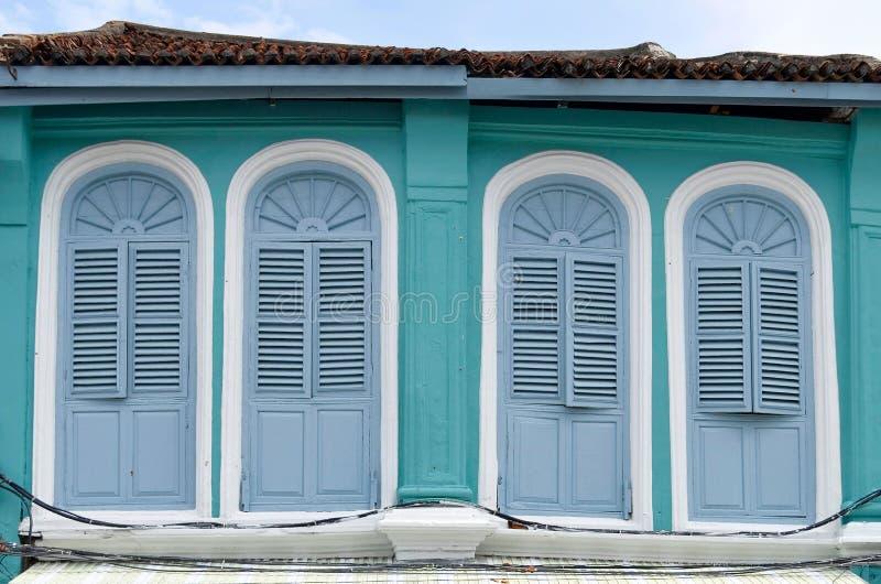 fachadas Chino-portuguesas en la ciudad de Phuket fotografía de archivo libre de regalías