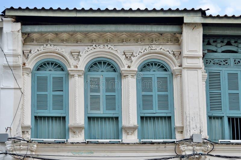 fachadas Chino-portuguesas en la ciudad de Phuket foto de archivo